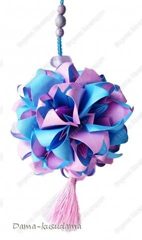 "Кусудама их книжки ""Kusudama by Mariko Kubo"". Квадратики на модули цветочков 7,5 на 7,5см. На модули серединок квадратики 5на 5см. Всего 17 цветочков.  фото 2"