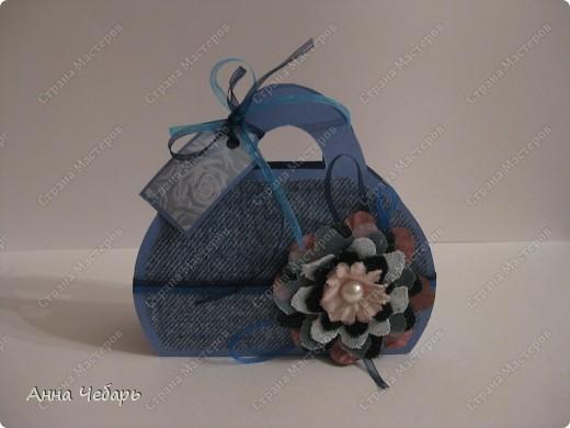 Делала с детьми на кружке вот такую открытку-сумочку. В смысле, сумочки у всех получились разными, а это один из образцов. Огромное спасибо Алене Александровне (http://stranamasterov.ru/node/153802) за ссылку на МК. фото 1