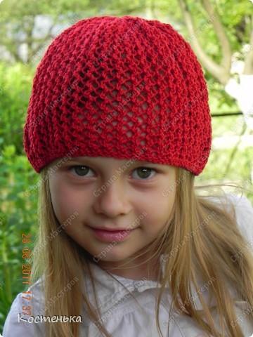 Листая фотографии  со своими работами, вспомнила, что не показывала еще одну шапочку для любимой доченьки. Шапочка называется Aura известного дизайнера одежды из Англии Kim Hargreaves  фото 1