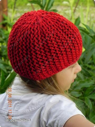 Листая фотографии  со своими работами, вспомнила, что не показывала еще одну шапочку для любимой доченьки. Шапочка называется Aura известного дизайнера одежды из Англии Kim Hargreaves  фото 4