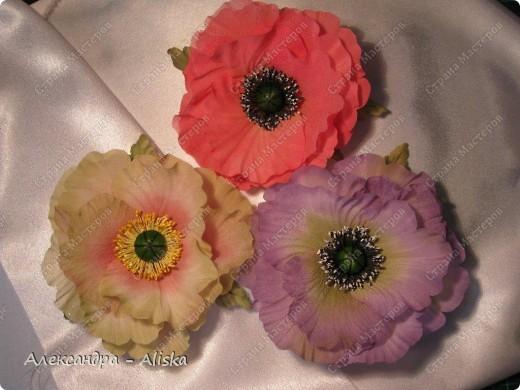 """Добрый день, дорогие мастерицы ! Хотела бы поделиться результатами моего нового увлечения. Представляю вашему вниманию цветы из шелка """"Маки"""". Два из них необычной окраски, но очень интересно выглядят и я думаю будут прекрасным дополнением к наряду. Этот прекрасный цветок был выполнен по МК замечательной мастрерицы своего дела Анны Ушаковой, за что ей огромное спасибо.   фото 4"""