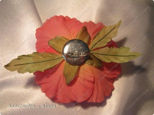 """Добрый день, дорогие мастерицы ! Хотела бы поделиться результатами моего нового увлечения. Представляю вашему вниманию цветы из шелка """"Маки"""". Два из них необычной окраски, но очень интересно выглядят и я думаю будут прекрасным дополнением к наряду. Этот прекрасный цветок был выполнен по МК замечательной мастрерицы своего дела Анны Ушаковой, за что ей огромное спасибо.   фото 5"""