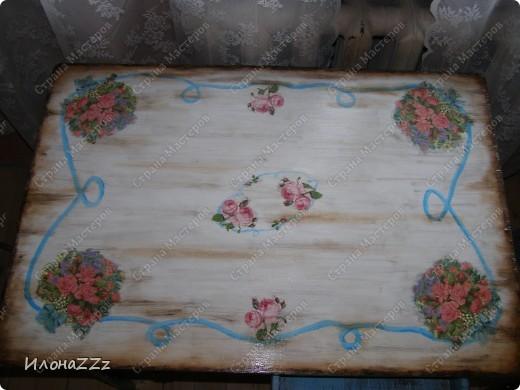 Стол работал столом в гостинице и был списан. Потом в эпоху советского дефицита был продан предприимчивым завхозом моей бабушке. Перешел к нам по наследству и по всему должен был быть отправлен на свалку. Но тут  и забрали его на кухню в пустую квартиру. фото 9