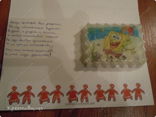 Вчера в 11 часу вечера  старшая  порадовала тем, что ей срочно нужен небольшой подарочек....на день рождения классному руководителю..... Нууу...так часто  бывает....Вдруг  и...день рождения))) Сочинилась вот такая открытка  из листа картона для творчества (очень удачная и разнообразная серия и качество отличное-попутно рекомендую))),декупажной карты и наклеечек для скрапбукинга. фото 3