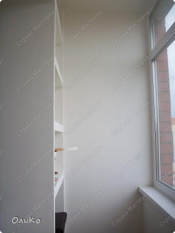 Неделю назад нашла в магазине вот такие картинки - формат А4.... Эффект двух картин, т.е. смотришь под одним углом - плывет черепаха, под другим углом - семья дельфинов.... Мне так они понравились, что я решила задекорировать одну из стен на балконе фото 2