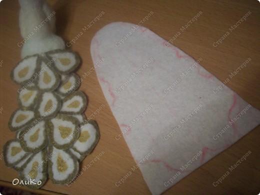 Теперь займемся нашим ковриком. Из белого фетра вырезаем круг, диаметром на несколько см превышающим диаметр горшка фото 21