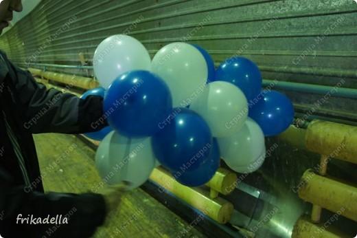 Дорогие друзья! Представляю вашему вниманию иллюстрированный курс по изготовлению гирлянды из воздушных шаров. Нам потребуются шары диаметром 20-25 см (10 или 12 дюймов) фото 16