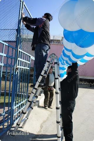 Дорогие друзья! Представляю вашему вниманию иллюстрированный курс по изготовлению гирлянды из воздушных шаров. Нам потребуются шары диаметром 20-25 см (10 или 12 дюймов) фото 19