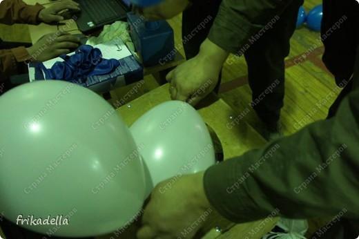 Дорогие друзья! Представляю вашему вниманию иллюстрированный курс по изготовлению гирлянды из воздушных шаров.  Нам потребуются шары диаметром 20-25 см (10 или 12 дюймов)  фото 3
