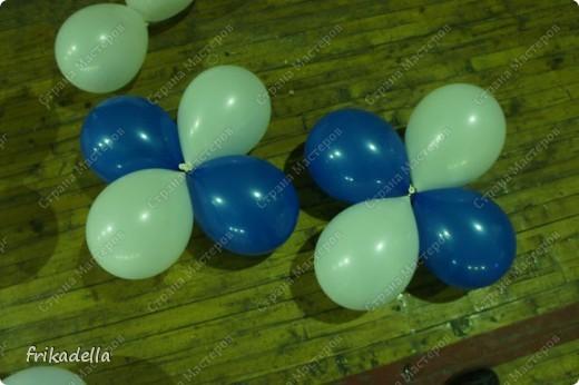 Дорогие друзья! Представляю вашему вниманию иллюстрированный курс по изготовлению гирлянды из воздушных шаров. Нам потребуются шары диаметром 20-25 см (10 или 12 дюймов) фото 9