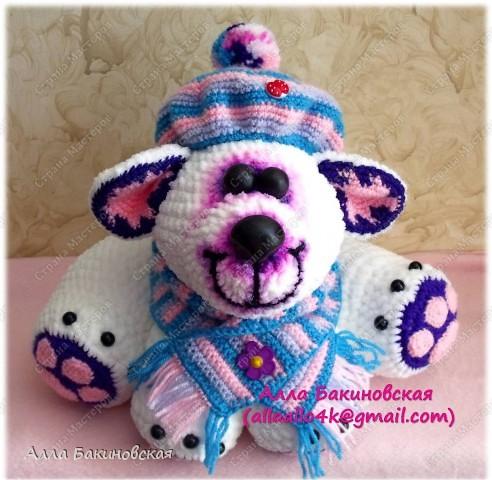 Моя авторская вязаная игрушка: Полярный Медведь. Рост Медведя 30 см. Пряжа плюшевая. Глаза и нос вылеплены из пластики. Идея и работ принадлежат мне, описания на игрушку нет. фото 1