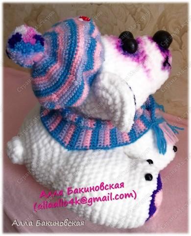 Моя авторская вязаная игрушка: Полярный Медведь. Рост Медведя 30 см. Пряжа плюшевая. Глаза и нос вылеплены из пластики. Идея и работ принадлежат мне, описания на игрушку нет. фото 4