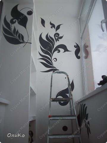 Неделю назад нашла в магазине вот такие картинки - формат А4.... Эффект двух картин, т.е. смотришь под одним углом - плывет черепаха, под другим углом - семья дельфинов.... Мне так они понравились, что я решила задекорировать одну из стен на балконе фото 9