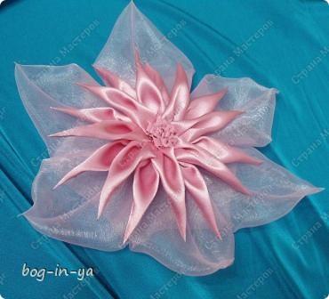 """Вот такие цветы сделала для платья """"стандарт"""". Делала как всегда несколько вариантов, заказчица выбрала этот. Диаметр цветка 18 см. фото 1"""