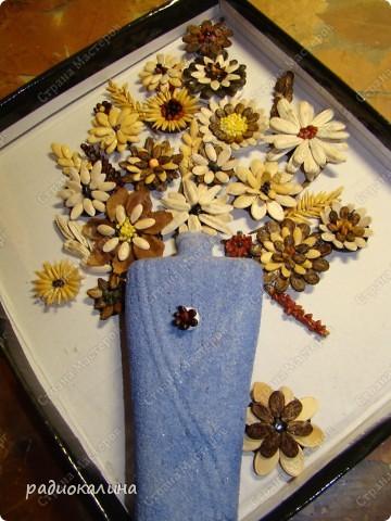 Делали мы с ребятами цветы на пуговицах и у нас получился букет в вазе. фото 12