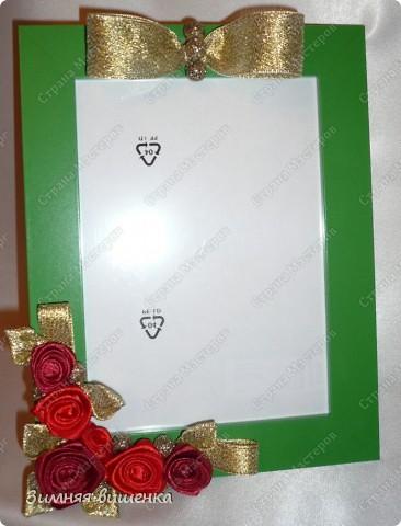 Всем привет!!!! Вот такие подарочки приготовила к дню Матери. Эта фото рамка украшена текстильными розами, крупными бусинами и парчовой лентой! фото 1