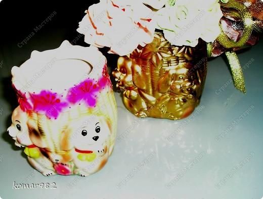 Добрый вечер! Новый год уже не за горами, вот я решила приступить к подготовке.  Налепила кучу цветочков и собрала несколько новогодних композиций. В дело пошло все, что нашлось в доме: шишки, свечи, ленты, проволока, корзинки, картины, картонки и маленькие собачонки. И это действительно так. Вот только картинки пока не доделала. фото 15