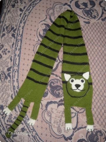 К зеленому зимнему костюму сына связала вот такой шарфик. фото 1