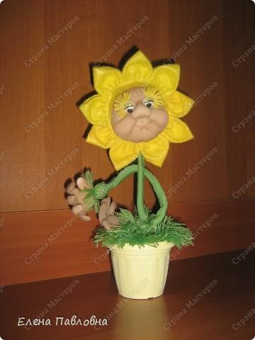 Всем доброго дня!Рада,что зашли в гости!Давно мечтала сделать такой цветок.И вот,наконец-то,он родился!Личико и ручки делала по замечательным мастер-классам pawy.Не перестаю,и не устаю ее благодарить. фото 2