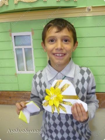 Мастерили мы с детьми 6-11 лет большие открытки-шляпы. Идея использована из блога Татьяны Просняковой.  https://stranamasterov.ru/node/8052 фото 6