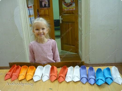 """Коллекцию """"итальянской"""" обуви создавали дети 8-12 лет. фото 11"""