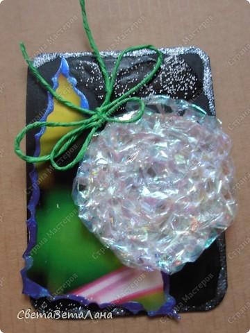 серия НОВОГОДНЕЕ НАСТРОЕНИЕ ... ............картон , гуашь черная, лист из журнала, дожь новогодний , лак для ногтей......... фото 2