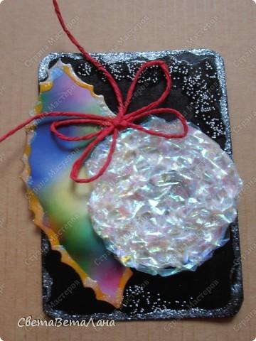 серия НОВОГОДНЕЕ НАСТРОЕНИЕ ... ............картон , гуашь черная, лист из журнала, дожь новогодний , лак для ногтей......... фото 4