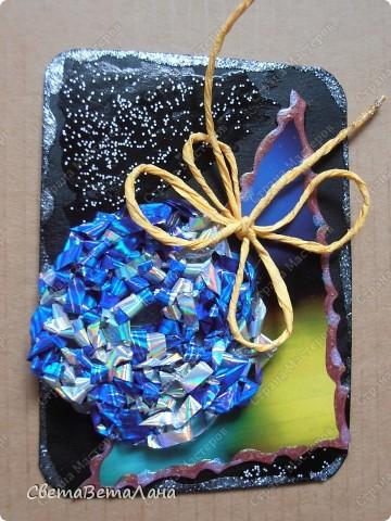 серия НОВОГОДНЕЕ НАСТРОЕНИЕ ... ............картон , гуашь черная, лист из журнала, дожь новогодний , лак для ногтей......... фото 6