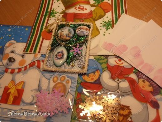 серия НОВОГОДНЕЕ НАСТРОЕНИЕ ... ............картон , гуашь черная, лист из журнала, дожь новогодний , лак для ногтей......... фото 11