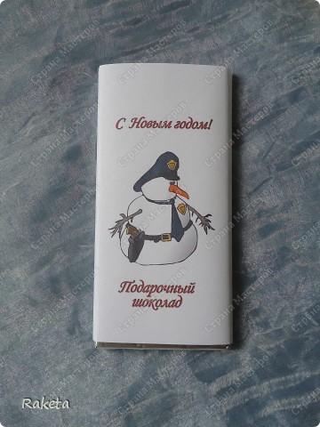 Видела таких шоколадных снеговичков на сайте, решила тоже попробовать. Уж очень идея интересная. У всех по разному получается, а у меня такой вышел. Забавный, на мой взгляд: фото 4
