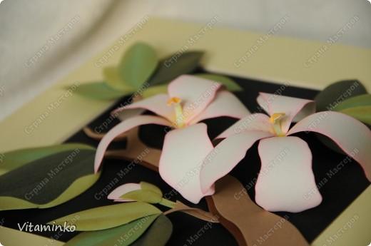 Такие цветы здесь тоже были представлены неоднократно, у всех мастериц они свои, особенные. И по исполнению, и по композиции. Работа эта мне очень нравится, делается несложно, собирается быстро, взгляд притягивает)))  фото 1