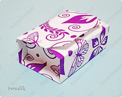 Всем привет!   Вот такая необычная оригами коробочка попалась мне в сети.  Автор схемы - дизайнер Akiko Yamanashi (оригинальное название коробочки - BoxInABox).   фото 1