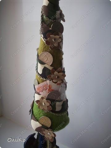 Елка сваляна из 100% шерсти сухим способом, декорирована лентой, настоящими монетами и фальшивыми купюрами Высота 41,3см с подставкой 41,8см фото 14