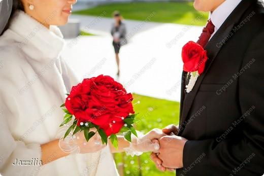 Здравствуйте. Наконец-то отдали фотографии. Теперь могу показать свою подготовку к свадьбе. Волнительно, т.к. в первый раз. Подушечка. Розочки слеплены. Все пришито. фото 6
