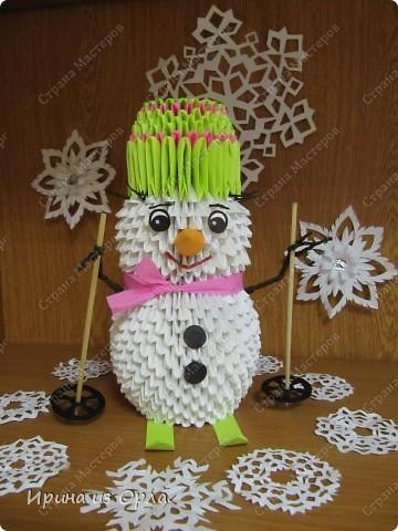 """""""Когда же будет снег?"""" - спрашивает каждое утро дочка, выглядывая на улицу из окна. Ей так не терпится слепить снеговика! А зима все не идет, да не идет... И тут нам с доченькой пришла в голову идея - слепить снеговичка ..... из модулей. фото 2"""