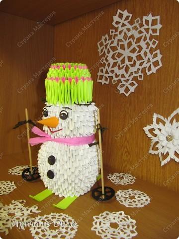 """""""Когда же будет снег?"""" - спрашивает каждое утро дочка, выглядывая на улицу из окна. Ей так не терпится слепить снеговика! А зима все не идет, да не идет... И тут нам с доченькой пришла в голову идея - слепить снеговичка ..... из модулей. фото 3"""