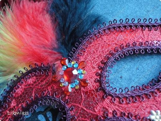 """Здравствуйте, здравствуйте, здравствуйте. Сегодня у нас обещанная новогодняя ночь в красном. И я попробую поучаствовать с ней еще и в задании """"Новый год"""" в блоге СкрапМагия вот здесь http://scrapmagia-ru.blogspot.com/2011/11/blog-post_23.html . Мы с вами выбираем цвет новогодней ночи. Что же о красном? Красный цвет олицетворяет могущество, прорыв, он всегда добивается того, чего хочет. Он всегда в движении, всегда источник энергии. Красный цвет любит быть первым, но не всегда может им быть.  Красный  символизирует страсть, возбуждает страстность, т.е. страстно любит, страстно ненавидит и страстно верит.  Так по-русски, наотмашку. фото 4"""