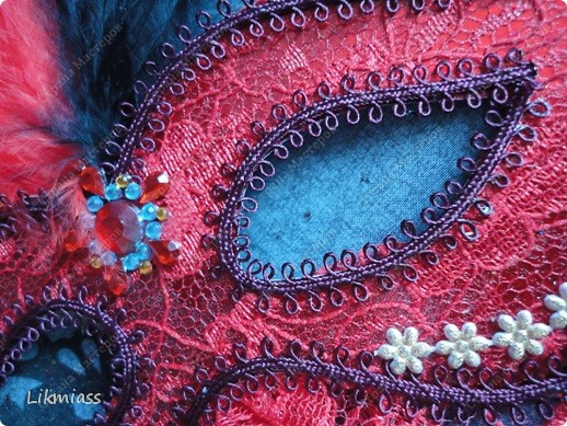 """Здравствуйте, здравствуйте, здравствуйте. Сегодня у нас обещанная новогодняя ночь в красном. И я попробую поучаствовать с ней еще и в задании """"Новый год"""" в блоге СкрапМагия вот здесь http://scrapmagia-ru.blogspot.com/2011/11/blog-post_23.html . Мы с вами выбираем цвет новогодней ночи. Что же о красном? Красный цвет олицетворяет могущество, прорыв, он всегда добивается того, чего хочет. Он всегда в движении, всегда источник энергии. Красный цвет любит быть первым, но не всегда может им быть.  Красный  символизирует страсть, возбуждает страстность, т.е. страстно любит, страстно ненавидит и страстно верит.  Так по-русски, наотмашку. фото 6"""