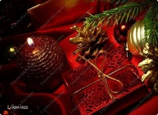 """Здравствуйте, здравствуйте, здравствуйте. Сегодня у нас обещанная новогодняя ночь в красном. И я попробую поучаствовать с ней еще и в задании """"Новый год"""" в блоге СкрапМагия вот здесь http://scrapmagia-ru.blogspot.com/2011/11/blog-post_23.html . Мы с вами выбираем цвет новогодней ночи. Что же о красном? Красный цвет олицетворяет могущество, прорыв, он всегда добивается того, чего хочет. Он всегда в движении, всегда источник энергии. Красный цвет любит быть первым, но не всегда может им быть.  Красный  символизирует страсть, возбуждает страстность, т.е. страстно любит, страстно ненавидит и страстно верит.  Так по-русски, наотмашку. фото 10"""