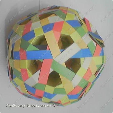 Комбинированный ажурно-плетёный ромбоусечённый икосододекаэдр с внутренним прохождением полос. 30 модулей. фото 2