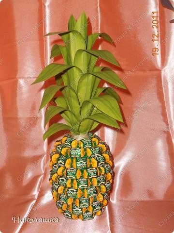 Увидела однажды в интернете ананас из конфет и заболела! Стала интересоваться как это делается, и что это за техника и что еще можно сотворить из конфет.  Оказалось, что это свит-дизайн, который покорил и захлестнул меня всецело!  фото 2
