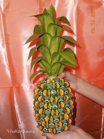 Увидела однажды в интернете ананас из конфет и заболела! Стала интересоваться как это делается, и что это за техника и что еще можно сотворить из конфет.  Оказалось, что это свит-дизайн, который покорил и захлестнул меня всецело!  фото 14