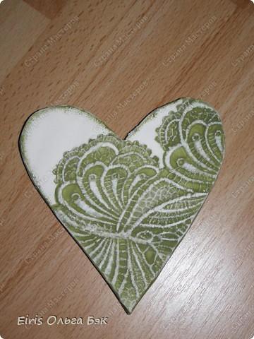 Вот такие сердечки у меня получились из гипса при помощи пластилиновых отпечатков. фото 11