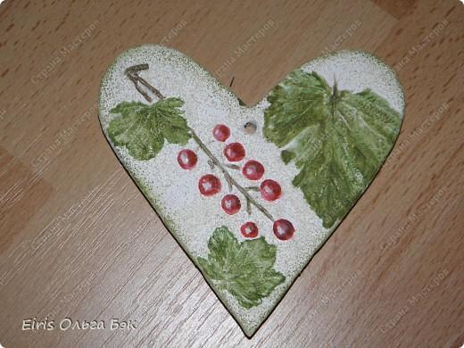 Вот такие сердечки у меня получились из гипса при помощи пластилиновых отпечатков. фото 14