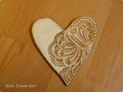 Вот такие сердечки у меня получились из гипса при помощи пластилиновых отпечатков. фото 13