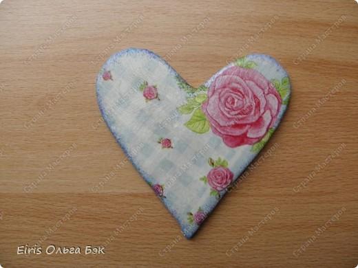Вот такие сердечки у меня получились из гипса при помощи пластилиновых отпечатков. фото 17