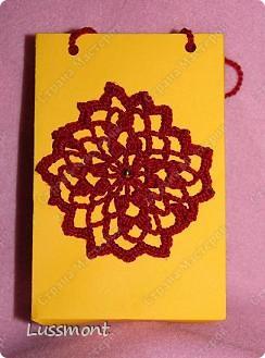 Представляю вашему вниманию чехол для сотового телефона. Сам чехол связан спицами цветочек - крючком. фото 10