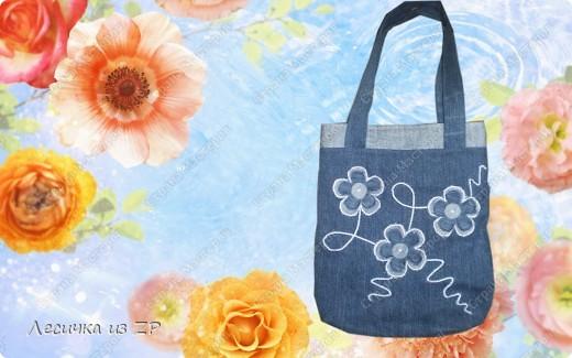 """Джинсовая сумочка на двух магнитах, имеет внутренний карман. Размер сумки 26,5х32 см.  Она """"самая маленькая"""" из всех сумок, которые я шила. фото 1"""
