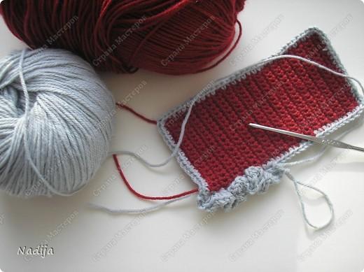 Еще на одежку для телефона меня хватило!!!! )))) Вот такой простенький...с рюшечками)))) моими дорогими )))) Пряжи ушло очень мало.   Пряжа красная---- Colibri TM Victoria 40% полированная шерсть 60% акрил 100гр-380м крючок №2-3  Светло-серая пряжа-----Бэби Вул (Gazzal )Baby Wool) 40% мерин. шерсть, 40% полиакрил, 20% кашемир  50 гр 200 м Крючок №2 фото 2