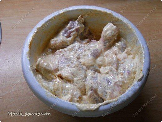 """Привет! Вот хочу поделиться с Вами своим рецептом приготовления курочки , муж называет его """"Аля Ростикс"""". Фото конечно не ахти (я не фотограф в отличии от моей сестры ☺) , но думаю все будет понятно. И так , начнем. Ингредиенты: Курица куски(размер на Ваше усмотрение)  ,мука , майонез , приправа к курице (обычно я использую Маги на второе для курицы , но она у меня закончилась , приправа может быть любая). фото 4"""